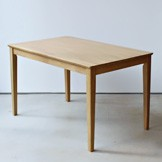 おすすめのベーシックな木製のテーブル