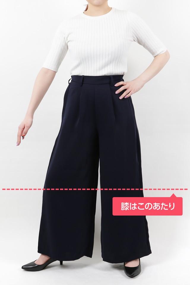 152cmのモデルが股下65cmのパンツを着たイメージ