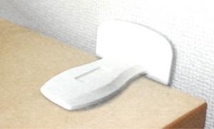 粘着剤を使用した耐震グッズ