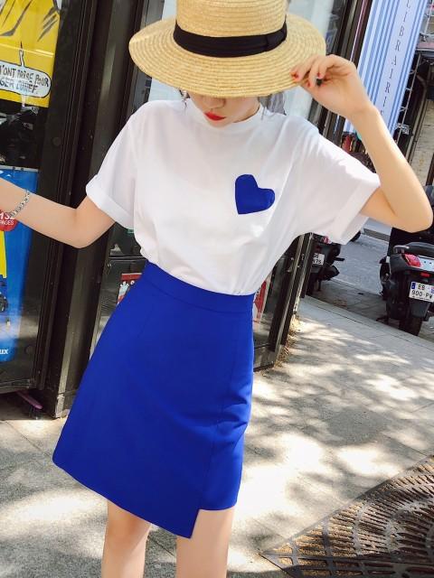 セットアップ Tシャツ × ミニ丈スカート アン...
