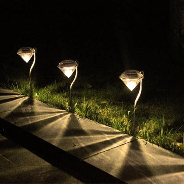 ダイヤモンド型 LED ソーラー ガーデン ライト 4...
