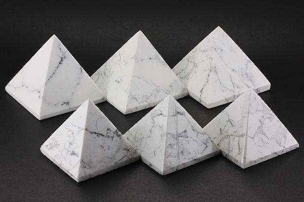 【置き石】ピラミッド型 約40mm ホワイトハウライ...