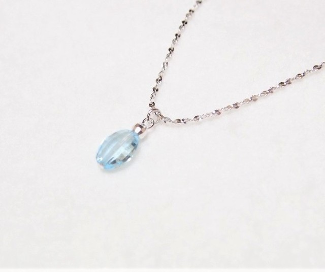 宝石質ブルートパーズのキラキラネックレス 水色...