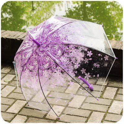 雨の日は、今人気のさくら紫柄の透明傘で晴れやか...