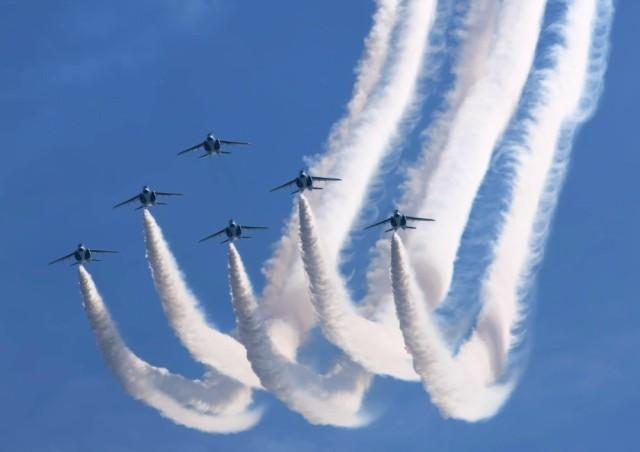 絵画風 壁紙ポスター ブルーインパルス T-4 航空...