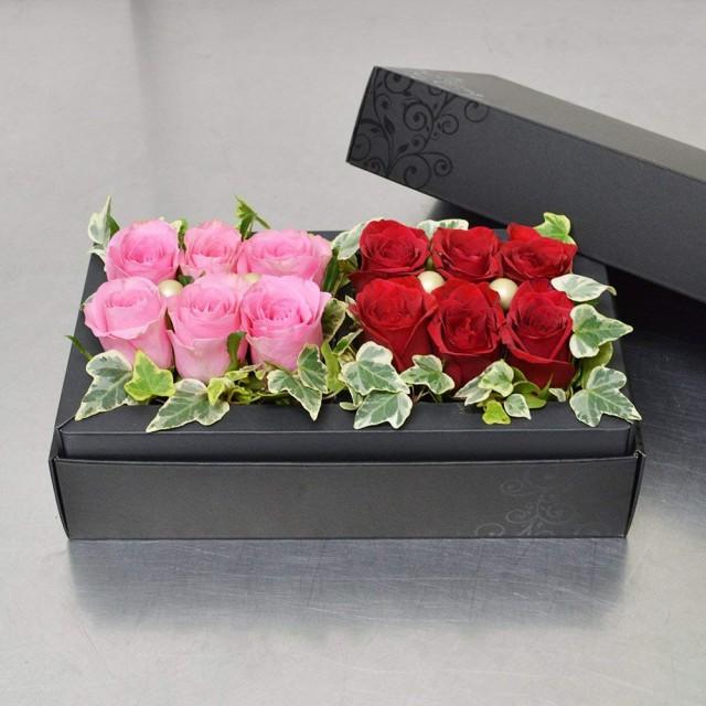 本州送料無料 生花 ピンク&赤バラ&アイビー フラ...