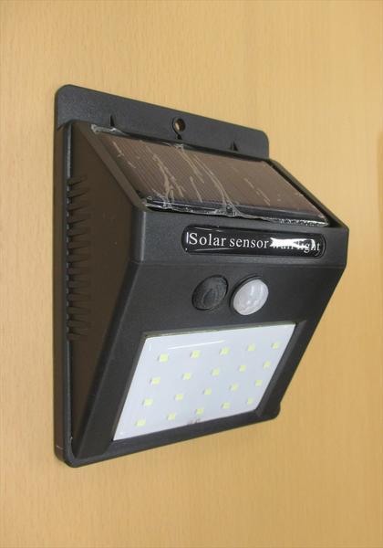 ソーラー電池内蔵 3モード点灯【太陽電池付き人感...