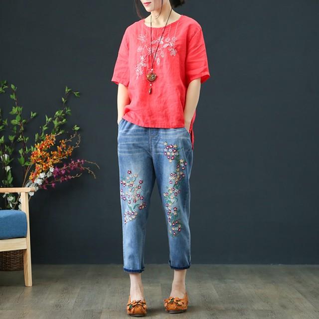 人気のデニムの刺繍パンツ