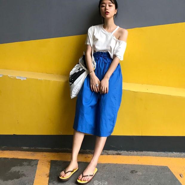 便利な肩出しTシャツ&スカートセット