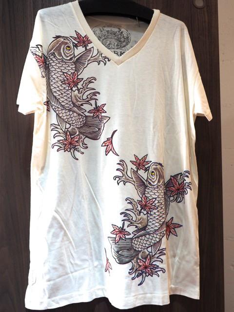 和柄VネックTシャツ 鯉レッド
