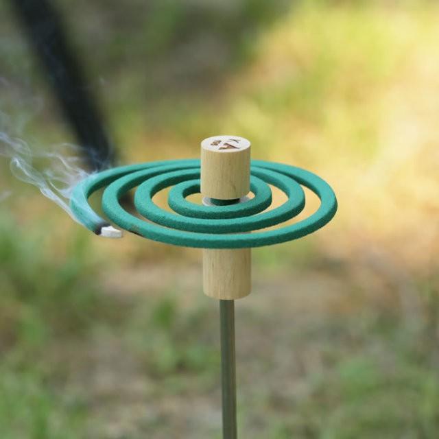 196ひのきのキャンプ用品 木製 蚊取り線香立て 磁...