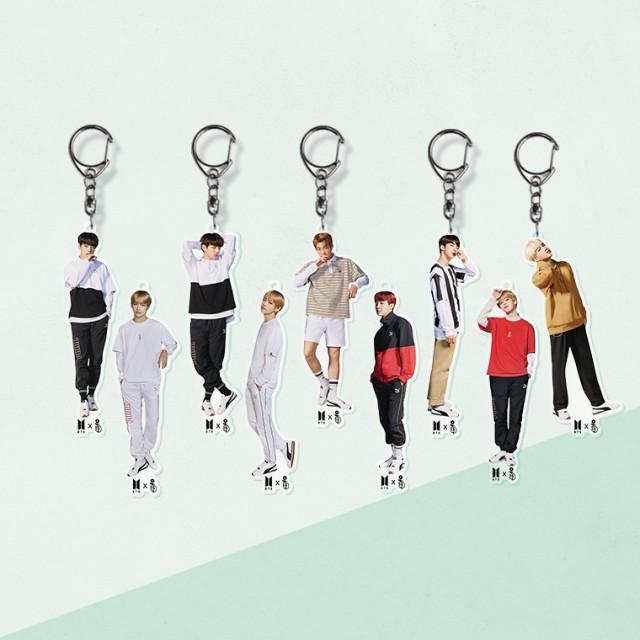 K-POP人気グループのアクリルしおりキーホルダー...