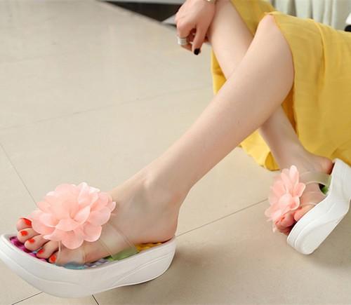 大きなお花の飾りで足元がぐんと華やか* プラッ...
