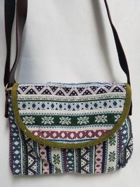 【ショルダーバック】モン族伝統刺繍使用ショルダ...