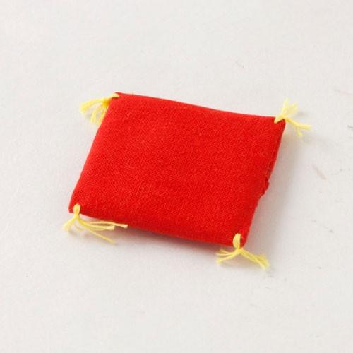 赤座布団 4.5cm角 (KK408) 置物・お飾り用品 ...