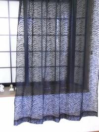 ゼブラ柄レ-スカ-テン(ブラック)巾100cmX丈176c...