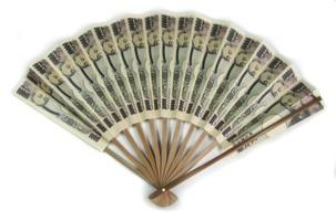 【20万円の札束扇子 至宝の風】本物のお札と見間...