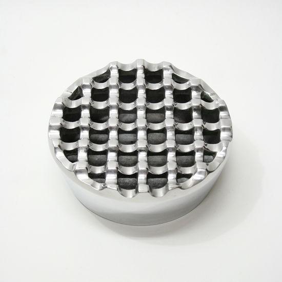 波型デザインの丸いアルミ製灰皿 [直径約12cm]ロ...