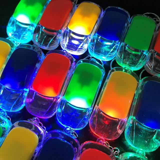 キーホルダー 4個セット LED 車 光る プ...