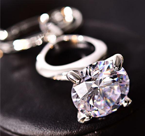 キーホルダー 本物みたいな大きなダイヤの指輪モ...