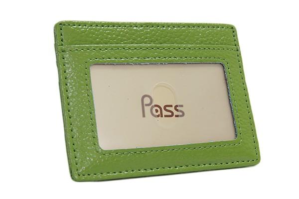 スマートなデザインで使いやすい ICカードケース...