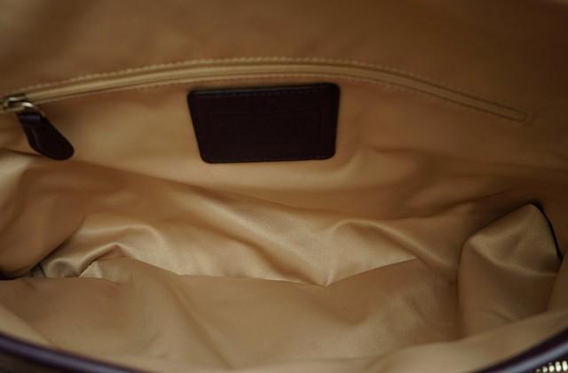 【バッグ】 コーチ シグネチャー ハンドバッグ 肩掛け ショルダーバッグ カーキベージュ 紫 パープル F33424