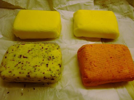 フランス ブルターニュ産 手造り搾乳バター イヴ ボルディエ 有塩バター 紙巻き1kg *同梱注意