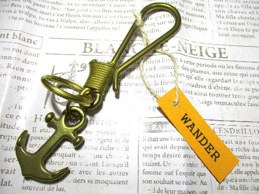 [新発売] (WANDER) キーホルダー アクセサリー つりばりコイルタイプ 真鍮 メンズ ボリュームのあるイカリパーツがポイント!