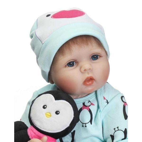 リボーンドール リアル赤ちゃん人形 かわいいベビー人形 衣装と哺乳瓶おしゃぶり付き ペンギンと一緒優しいお顔の乳児ちゃん
