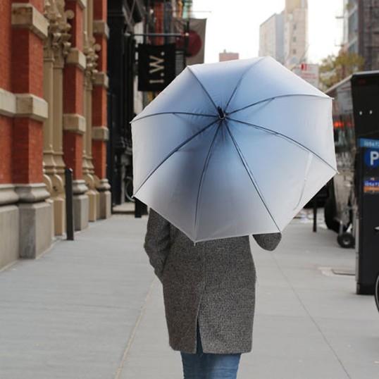Ombre Umbrellas Navyオンブレアンブレラ ネイビーシンプルながら滑らかなブルーのグラデーションが目を引く長傘雨 梅雨デザイン傘インテ