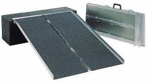 【介護用品】 ポータブルスロープ アルミ2折式 PVS150 1.5mイーストアイ