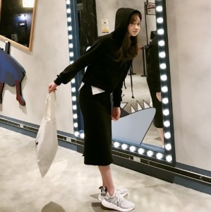 ゆったりカジュアル★シャツ付きパーカー+スカートSET ブラック