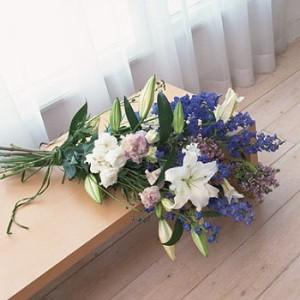 【結婚祝いの花 お祝い 19】父の日 ギフト おまかせ!白、ブルー、紫でまとめた花束 花束  花ギフト結婚