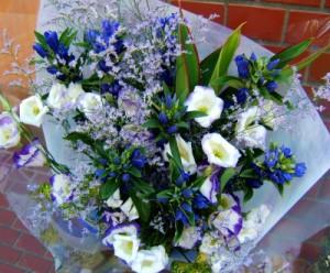 【結婚祝いの花 父の日 21】 おまかせ!紫、ホワイト系花束  花ギフト結婚祝いの花祝い、誕生
