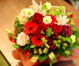 【結婚祝いの花 父の日 44】 おまかせ!レッド系フラワーアレンジメント 花ギフト結婚祝いの花