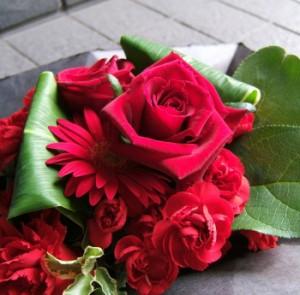 【結婚祝いの花 父の日 51】 おまかせ!レッド系フラワーアレンジメント 花ギフト結婚祝いの花