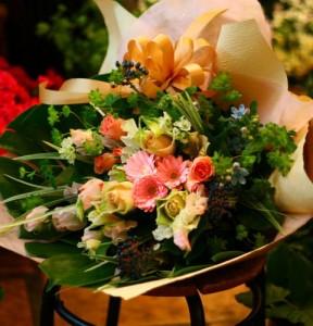 【結婚祝いの花 父の日 92】 おまかせ!ピンクブーケ花束  花ギフト結婚祝いの花祝い、誕生日