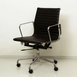 イームズ作! 最高級の座り心地。シックな大人のワークチェア アルミナム グループチェア ミドルバック