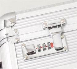 アタッシュケース アルミ アルミアタッシュケース A3F ダイヤル錠付き ショルダーベルト付き 軽量 堅牢 21196 #21196 送料無料 ポイント1