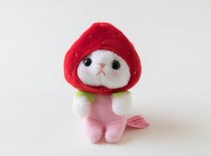 猫のぬいぐるみマスコット 猫 いちごコスチューム 白猫 フルーツ猫 choochoo本舗 チューチュー本舗 ネコグッズ プチギフト
