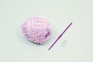 手作りアクリルたわし 白×紫 図工 工作 クラフト ホビー 手芸毛糸