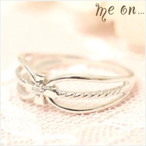 送料無料 me on... 神聖な十字架が清々しいダイヤの指輪◆K10ホワイトゴールド(WG)ホーリークロスモチーフ・ダイヤモンドリング お