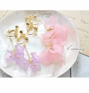 イヤリング 花 フラワー 花びら セミクリア 透け感 マット パステル 揺れる ピンク イエロー パープル ホワイト