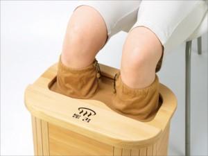 【送料無料!ポイント5%】足湯感覚ぽかぽかで眠れます♪ 寒い夜にや足の疲れに!木製脚温器 『ぽかぽか足湯』