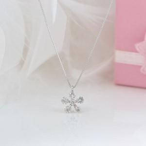 鑑別付 ダイヤが綺麗 お花型 K18WG ダイヤモンド ネックレス 約0.5Ct