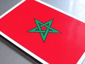 ■モロッコ国旗ステッカー(シール)屋外耐候耐水 Mサイズ 8cm×12cm アフリカ /スーツケースや車などに! 防水仕様