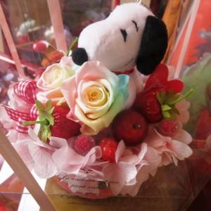 結婚祝い スヌーピー フラワーギフト レインボーローズ プリザーブドフラワー ケーキ プリザーブドフラワー ケース付き スヌーピー