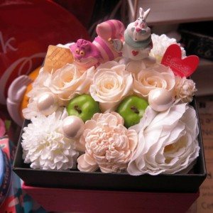 不思議の国のアリス チシャネコ 白うさぎ入り 花 フラワーギフト ボックス 白バラ プリザーブドフラワー入り ホワイトデー  誕生