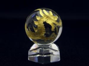 金彫り四神 水晶天然石・20mm穴なし丸玉セット 飾り台付き