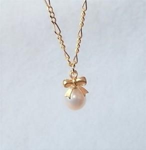 淡水パールのプチリボンネックレス  ゴールドメッキ 宝石 真珠 安産のお守り パワーストーン 女性 6月 誕生石  白 ホワイト